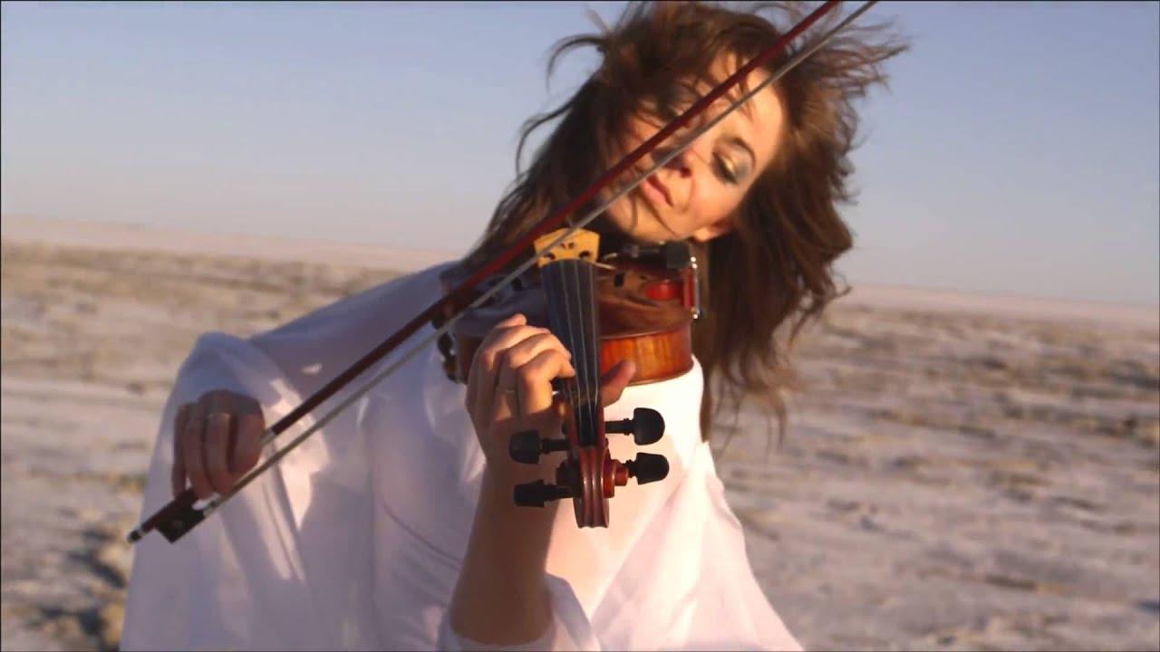 la mejor violinista sin duda una de las mejores lindsey stirling HD :)