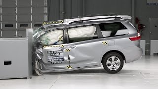 2015 Toyota Sienna small overlap IIHS crash test