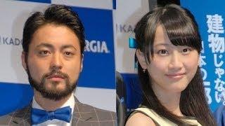 俳優の山田孝之とSKE48の松井玲奈が23日、都内で行われたスマートフォン...