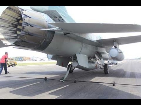 Beginilah Jurus F-16 Fighting Falcon Menggunakan 'Arresting Cable'