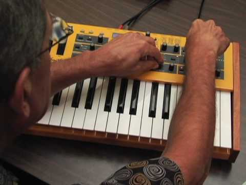 Demo- MoPho Keyboard DSI Dave Smith Instruments