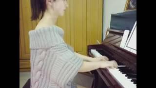 Cewek cantik main piano