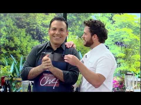 Reinaldo Gottino mostra dotes culinários no Bancando o Chef