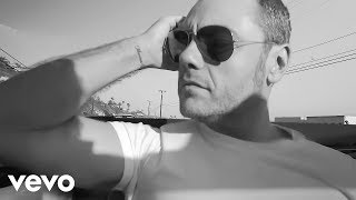 Tiziano Ferro - Potremmo Ritornare (Backstage On The Beach Video)