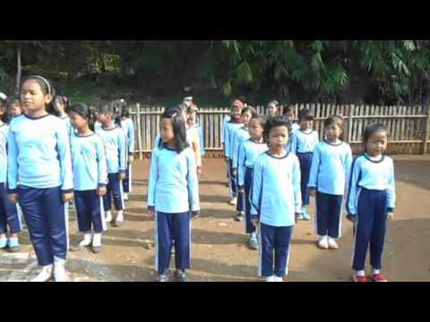 SDN Kalong karees Latihan Baris Baris Sekolah Dasar (Line Exercise Line Elementary School)
