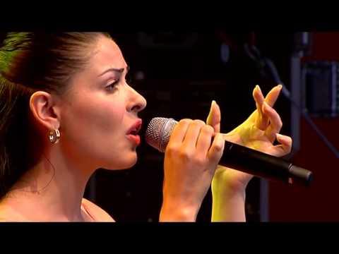 Desire Capaldo Claudio Versace singen canto della terra