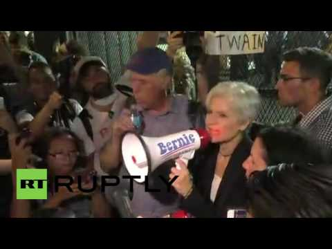USA: Jill Stein joins anti-Hillary protest in attempt to crash Democratic convention