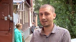 Жильцам старинного дома на Мичурина упал на голову потолок