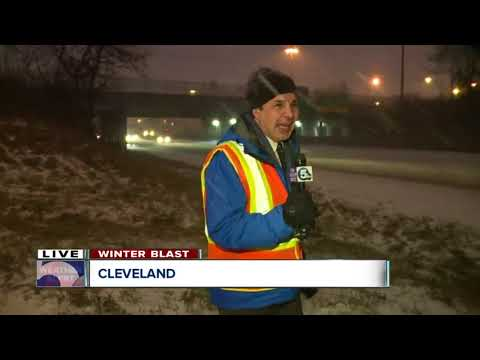 Snowfall pounds downtown Cleveland