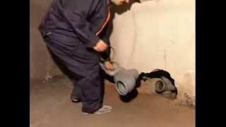 Прокладка канализации.  Технологии сантехников.(Прокладка канализации по всем правилам и нормам.Просмотрев это видео можно всё сделать самому!, 2014-01-03T22:11:25.000Z)