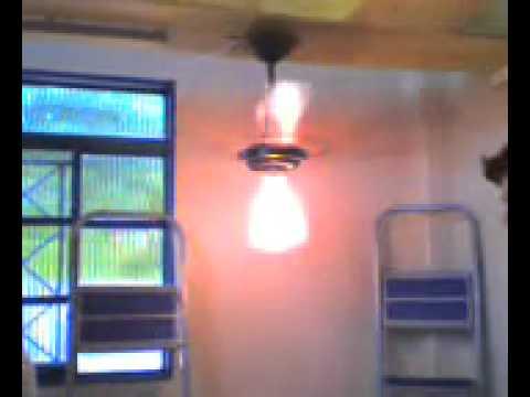Eletricistas instalando um ventilador de teto doovi for Ventilador techo fanaway