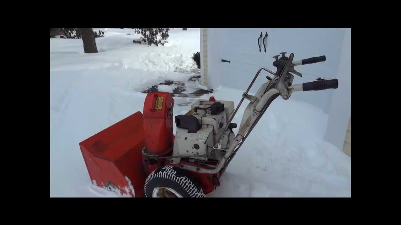 1978 Ariens 824 snowblower in action