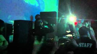 Skrillex drops Reptile Theme Song+Hold On+Let Me Clear My Throat (Live @ Stages in Kingston)