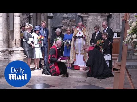 Professor Stephen Hawking's ashes are buried in Westminster Abbey  Daily Mail