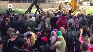 بالفيديو والصور- حول تمثال المطرية.. مخاوف جيران