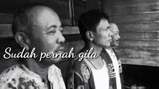 Gambar cover Fourtwnty - Nyanyian Surau (Lyric Video)