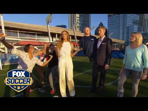 Alexi Lalas joins the wall as FOX Soccer analysts take free kicks