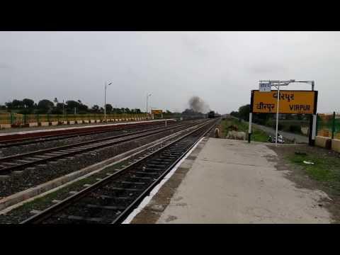 Veraval  Bandra super fast Express crosses Virpur