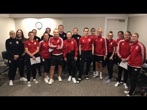 Carfan Cymru yn dysgu Cymraeg | Wales squad learn Welsh