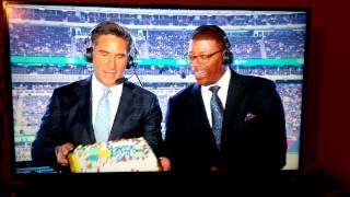 Bob Papa drops Carl Banks cake