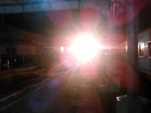 Kereta Api Bima (Malang-Gambir) berjalan langsung kecepatan tinggi ...