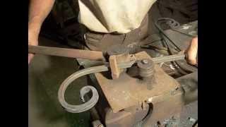 Станок для холодной ковки,гибки металла.(В этом видео показан станок для холодной ковки,как на нем работать и для чего он преднозначен., 2015-09-08T19:08:17.000Z)