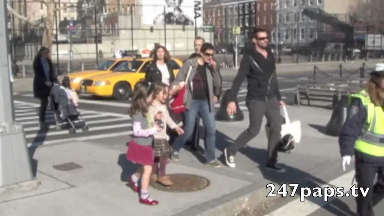 Hugh Jackman With Daughter Ava Singing Lady Gaga S Paparazzi In Nyc Youtube
