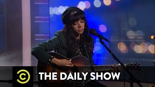 """Alynda Segarra - Hurray for the Riff Raff - """"Living in the City"""": The Daily Show"""