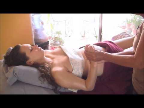 BeYeu.com - Massage ngực và vai cho bà bầu