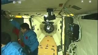 航天员首次进入天宫一号全程视频