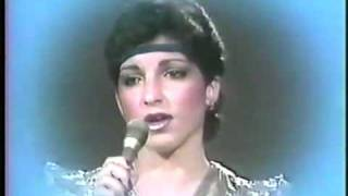 Watch Gloria Estefan Me Enamor video