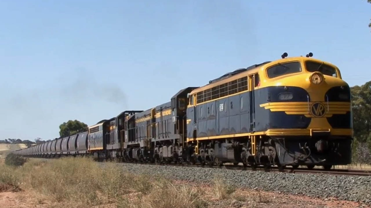 Classic EMD's on the Swan Hill line: Australian Trains by VRfan - Train Videos Downunder