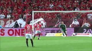 ファブリシオ(浦和)がPA中央手前でフリーになってパスを受け、GKとの...