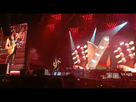 Guns N' Roses – Slash Guitar Solo – GBK Jakarta 2018