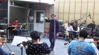 Doãn Nguyên điều khiển dàn nhạc chơi phối khí bài Trường Sa-cực Đông Tổ quốc