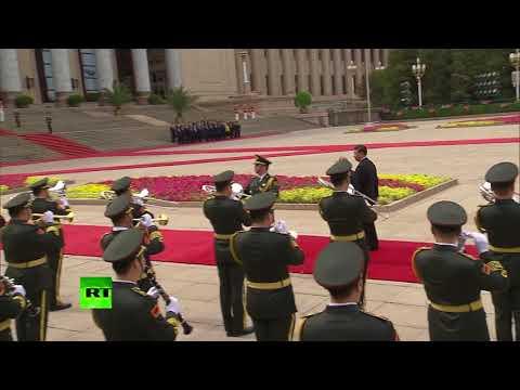 В Китае оркестр встретил Путина «Катюшей»
