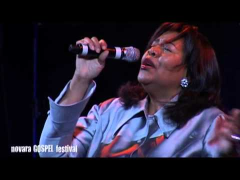 Richard Smallwood & Vision live @ Novara Gospel Festival 2008 - Vanessa Williams singing Angels