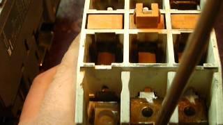 Электромагнитный пускатель(Электромагнитный пускатель (с катушкой на 42 вольта) с разрушенным короткозамкнутым кольцом издаёт посторо..., 2013-03-25T15:27:35.000Z)