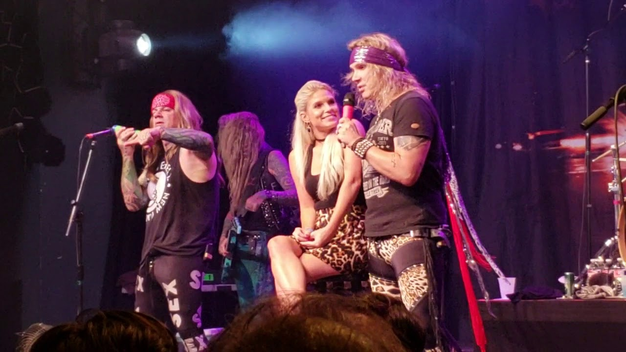 Steel Panther Girl from Oklahoma (Fan Onstage)@Sands