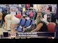Garota mostra demais na hora de provar sapato e causa a maior confusão