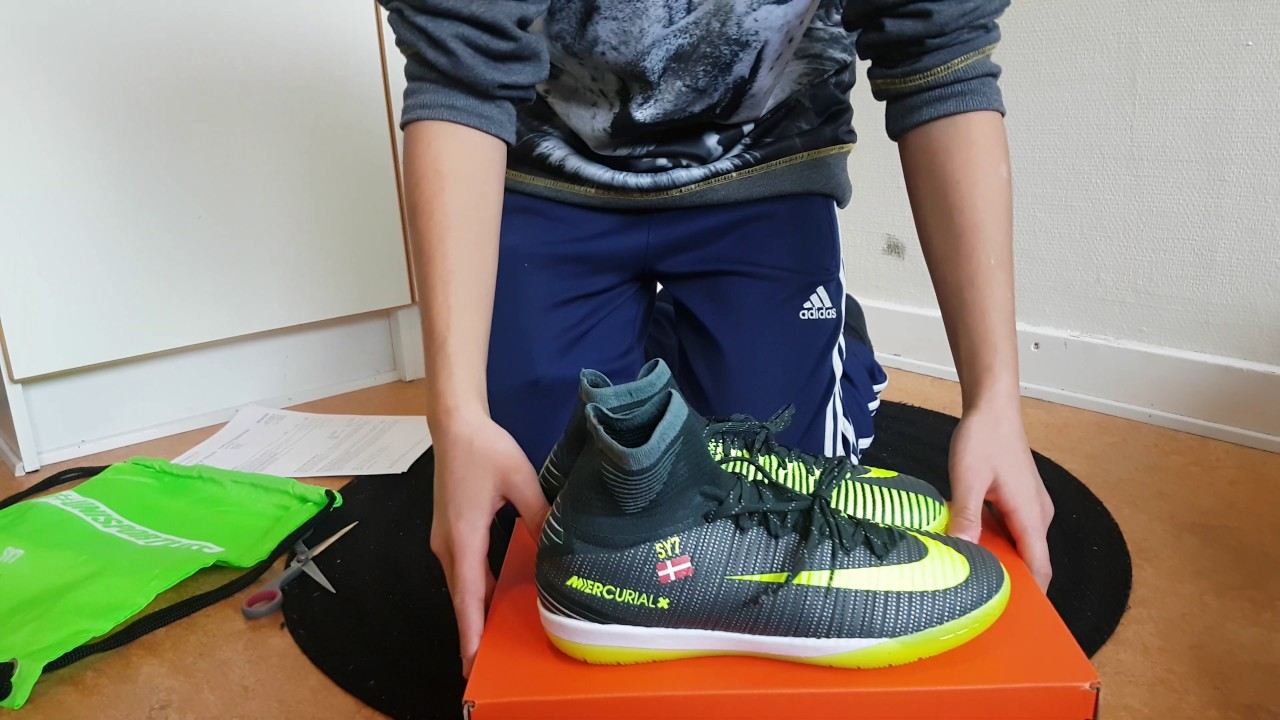 the real unboxing video of Nike MercurialX Proximo II CR7 Chapter 3:  Discovery IC - green and neon - YouTube