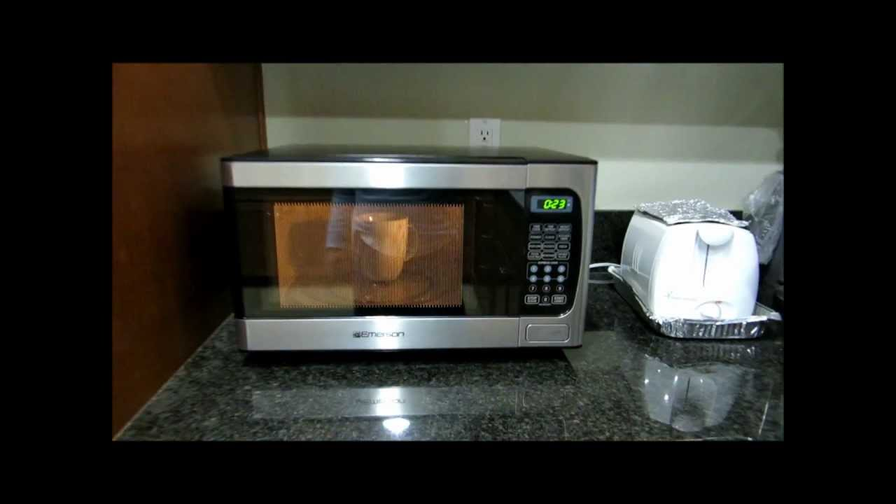 Review Of Emerson 0 9 Cubic Ft 900 Watt Microwave Oven You