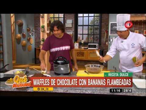 Receta dulce: waffles de chocolate con bananas flambeadas