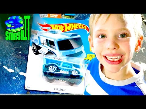 Crushing things with a hydraulic press: Hot Wheels Car Inside Toys Cars SmashIT SuperHeroKids Family