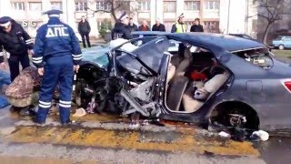 Самая тяжёлая авария в Севастополе в 2016 году(В последний день зимы около трёх часов ночи на пересечении Гагаринского и Ленинского районов Севастополя..., 2016-03-01T04:35:15.000Z)