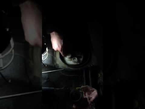 Toyota Corolla e 120 замена топливного фильтра часть 2