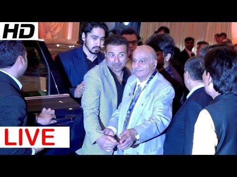 LIVE -Sunny Deol Grand Entry At Mukesh Ambani's Daughter Isha Ambani's WEDDING Reception