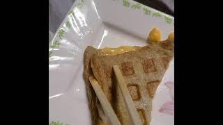 와플메이커로 어묵+치즈 눌러먹기
