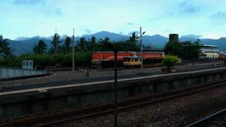 [HD] The Taiwan TRA GM EMD G22U R121 haul the train no. 354 at the Fangliao Station