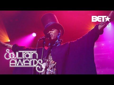 Abby De La Rosa - The Soul Train Awards Honor Erykah Badu!